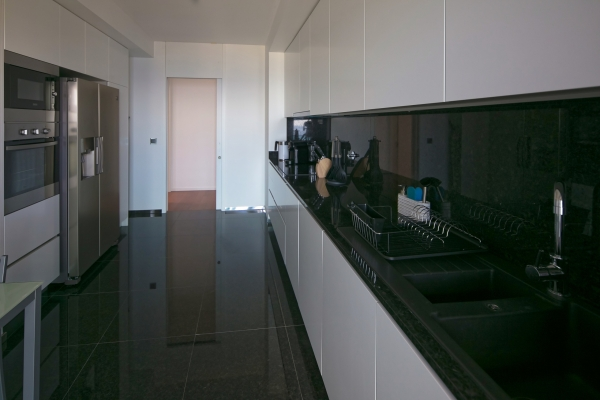 Kitchen 2 small.jpg
