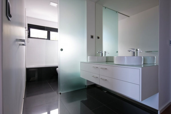 Ensuite bathroom small.jpg